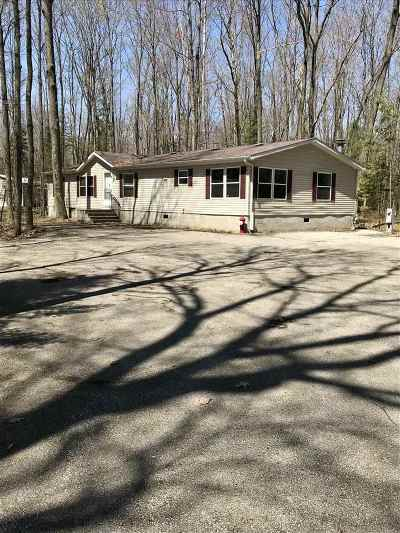 Oconto County Single Family Home Active-No Offer: 9262 W Lake