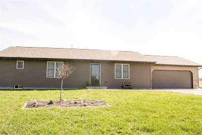 Shiocton Single Family Home Active-No Offer: N5182 Hawk Ridge