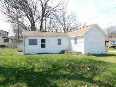 Green Bay Single Family Home Active-No Offer: 881 Emmet