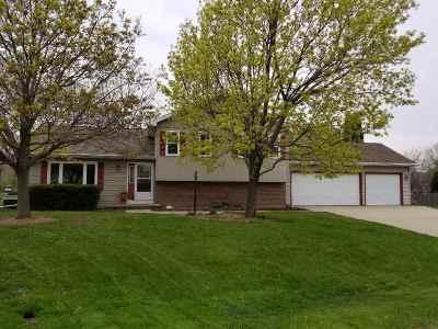 Oshkosh Single Family Home Active-No Offer: 1379 Oakwood