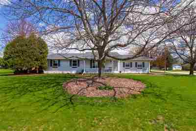 Green Bay Single Family Home Active-Offer No Bump: 1565 Lynwood