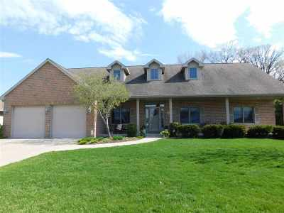 De Pere Single Family Home Active-No Offer: 659 Winding Waters