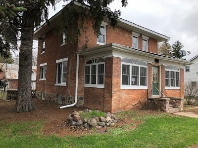 Waupaca Single Family Home Active-No Offer: 212 W Sessions