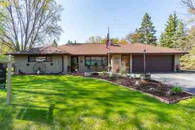 Menasha Single Family Home Active-Offer No Bump: 823 Terrace