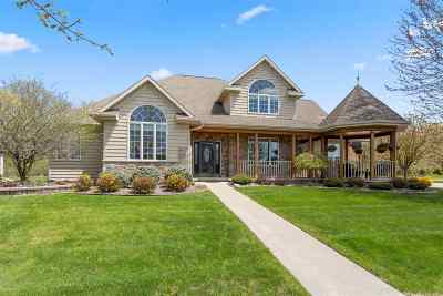 Neenah Single Family Home Active-Offer No Bump: 1301 Nature Trail