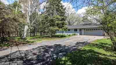Winneconne Single Family Home Active-Offer No Bump: 6788 Forest Park