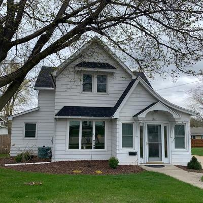 Kaukauna Single Family Home Active-No Offer: 216 Gertrude