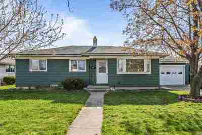 Menasha Single Family Home Active-Offer No Bump: 841 John