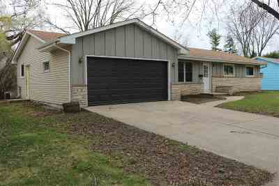 Oshkosh Single Family Home Active-No Offer: 1020 Devonshire