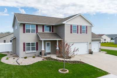 Neenah Single Family Home Active-No Offer: 1351 Nature Trail