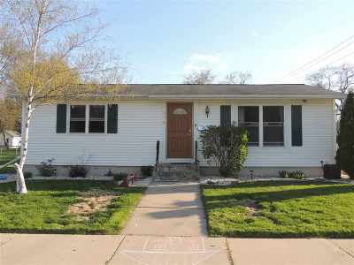 Green Bay Single Family Home Active-No Offer: 975 Biemeret