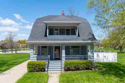 Oshkosh Single Family Home Active-No Offer: 1216 Merritt
