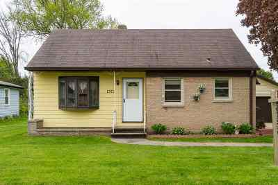 Green Bay Single Family Home Active-No Offer: 1373 Rockdale