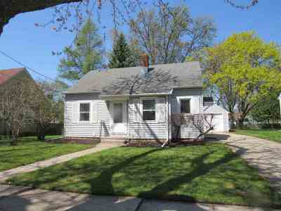 Neenah Single Family Home Active-No Offer: 965 Higgins