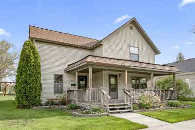 Kaukauna Single Family Home Active-No Offer: 220 W 7th