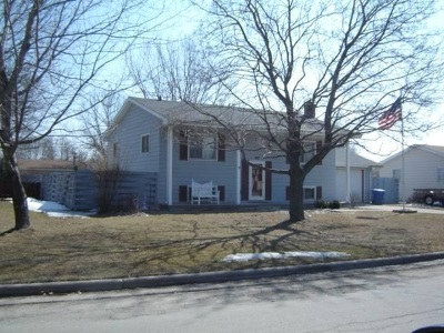Menasha Single Family Home Active-Offer No Bump: 1013 Meadowview