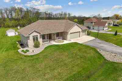 Oconto County Single Family Home Active-No Offer: 5802 Creek Crest