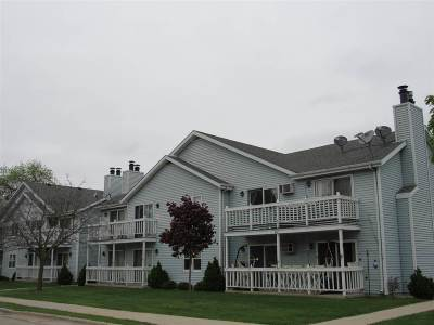 Neenah Condo/Townhouse Active-No Offer: 607 Adams #11