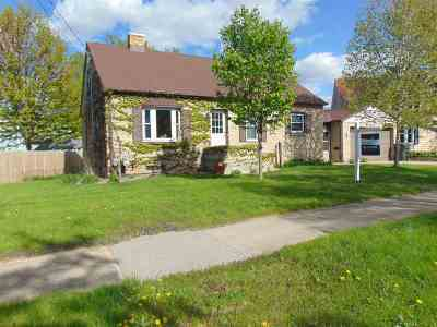 Kaukauna Single Family Home Active-Offer No Bump: 200 Depot