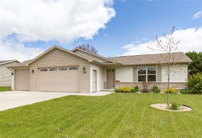 Menasha Single Family Home Active-No Offer: 1137 Silver Birch