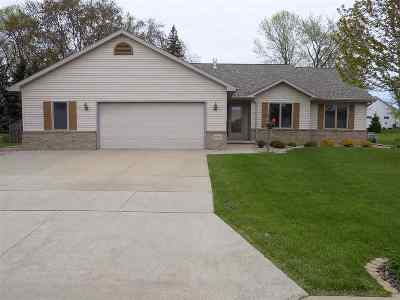Menasha Single Family Home Active-Offer No Bump: 2396 Lupine