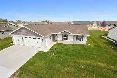 Kaukauna Single Family Home Active-Offer No Bump: 1476 Haen