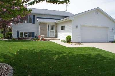 Oshkosh Single Family Home Active-No Offer: 145 Fox Fire