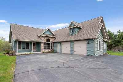Little Suamico WI Single Family Home Active-No Offer: $309,000