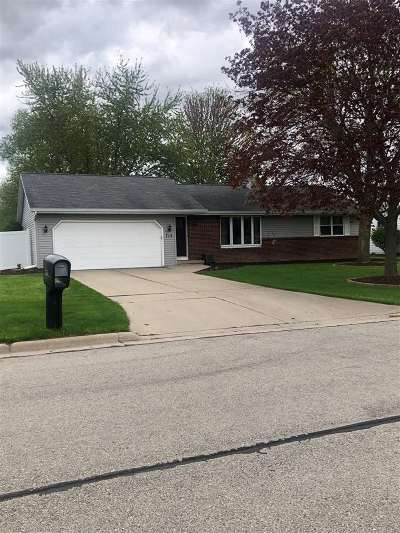 Green Bay Single Family Home Active-No Offer: 713 Glenhaven