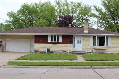 Kaukauna Single Family Home Active-No Offer: 1504 Glenview