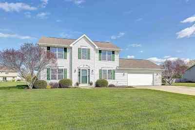 De Pere Single Family Home Active-Offer No Bump-Show: 1533 Shadow Ridge