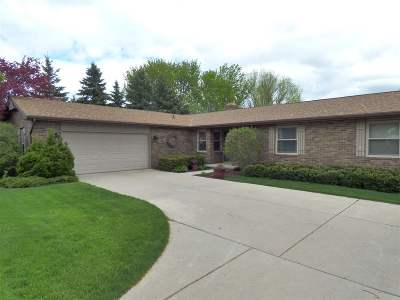 De Pere Single Family Home Active-Offer No Bump: 111 Crestview