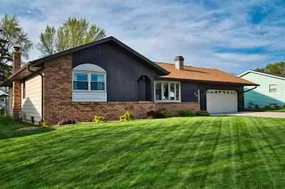 Appleton Single Family Home Active-No Offer: 26 Hillock