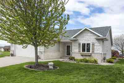 Menasha Single Family Home Active-Offer No Bump: 912 Whisper Falls