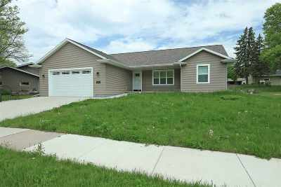 Kaukauna Single Family Home Active-Offer No Bump: 1340 Edgewood
