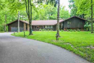 Waupaca Single Family Home Active-No Offer: E2380 Lamplighter