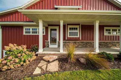De Pere Single Family Home Active-No Offer: 380 Clermont