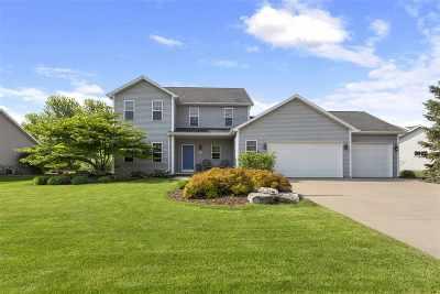 Neenah Single Family Home Active-Offer No Bump: 2275 Gateway Meadows