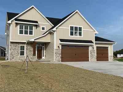 De Pere Single Family Home Active-No Offer: 2146 Seeker