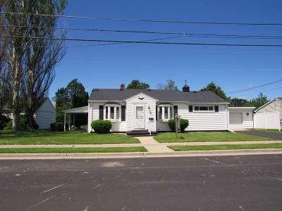 Menasha Single Family Home Active-No Offer: 618 Milwaukee