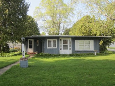 Menominee Single Family Home Active-Offer No Bump: 400 Henes Park
