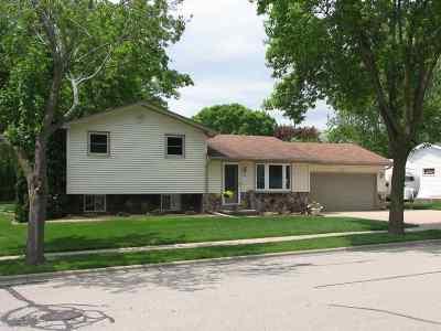 Kaukauna Single Family Home Active-Offer No Bump: 815 Rosehill
