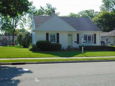 Little Chute Single Family Home Active-No Offer: 524 Taylor