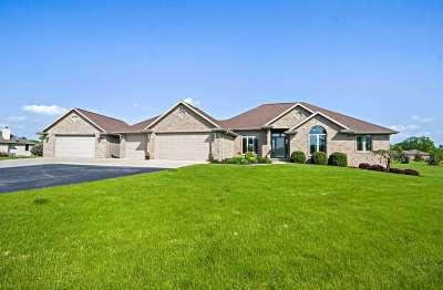 De Pere Single Family Home Active-Offer No Bump: 2529 Skyline Oaks