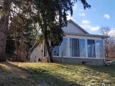 Kaukauna Single Family Home Active-No Offer: 813 Dodge