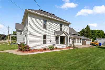 Kaukauna Single Family Home Active-No Offer: 426 W 10th