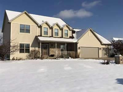 De Pere Single Family Home Active-No Offer: 1883 Little Valley