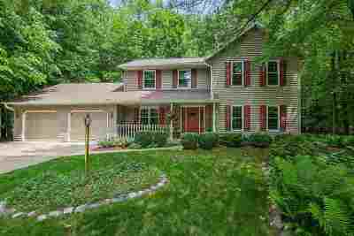 Green Bay Single Family Home Active-No Offer: 3088 Woodland Reserve