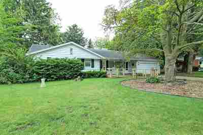 Neenah Single Family Home Active-No Offer: 528 Chatham