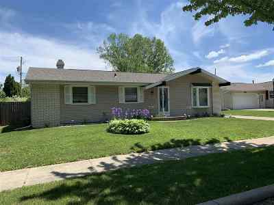 Combined Locks Single Family Home Active-No Offer: 525 Jeffrey